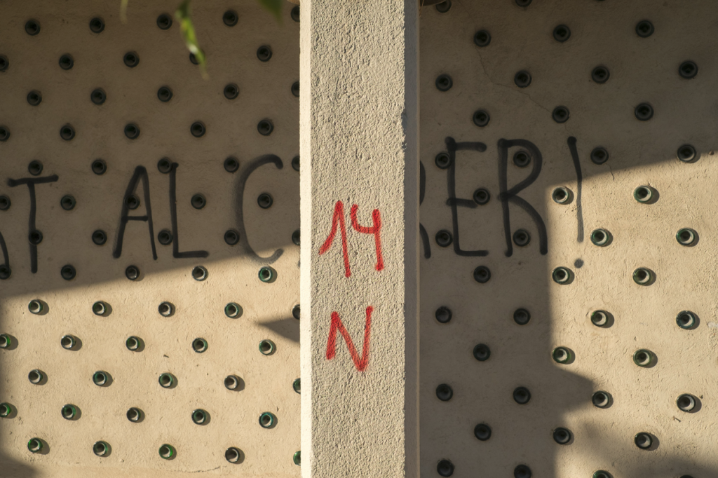 Graffiti expressing 14th of November anti-cuts strike, Barçelona, Spain.